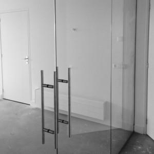 glazen deuren met deurduwers